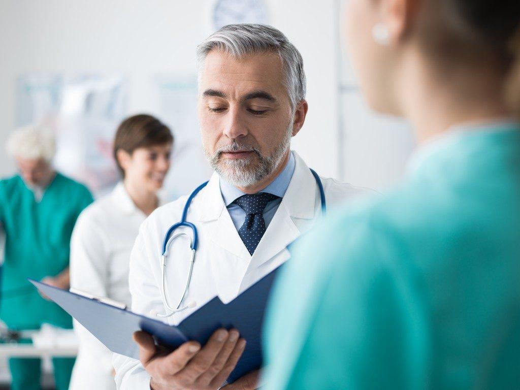 doctor talking to nurse